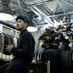 スポーツの世界からファッションデザイナーへ、人体を熟知した「DEOVA」の服作りとは