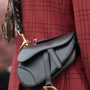 ディオール、パッチワークや刺繍を施した新作サドルバッグ発売