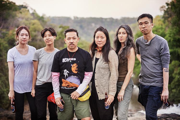 (左から)Esther Goh、Julienne Tan、ケンゾー共同クリエイティブ・ディレクターHumberto LeonとCarol Lim、Meryl Smith、Sean Lean