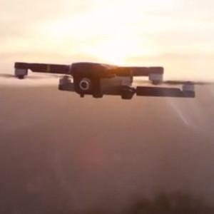 AIが撮影を補助、空撮が手軽なドローン登場