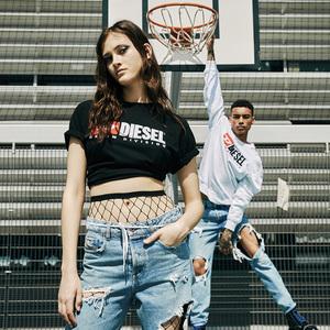 ディーゼル、ヴィンテージロゴを施したTシャツとスイムウェア発売
