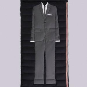 トム ブラウンが64万円のラグジュアリー寝袋を発売