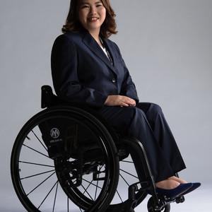 「ハナビシ」が展開する車椅子利用者向けスーツに女性用が登場