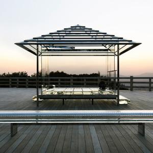 吉岡徳仁「ガラスの茶室」の巡回展が佐賀で開催、東京も計画
