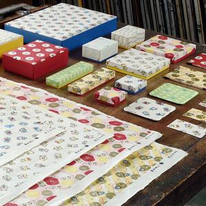 第1弾はドラえもん柄、友禅染めの和紙を使った雑貨ブランド始動