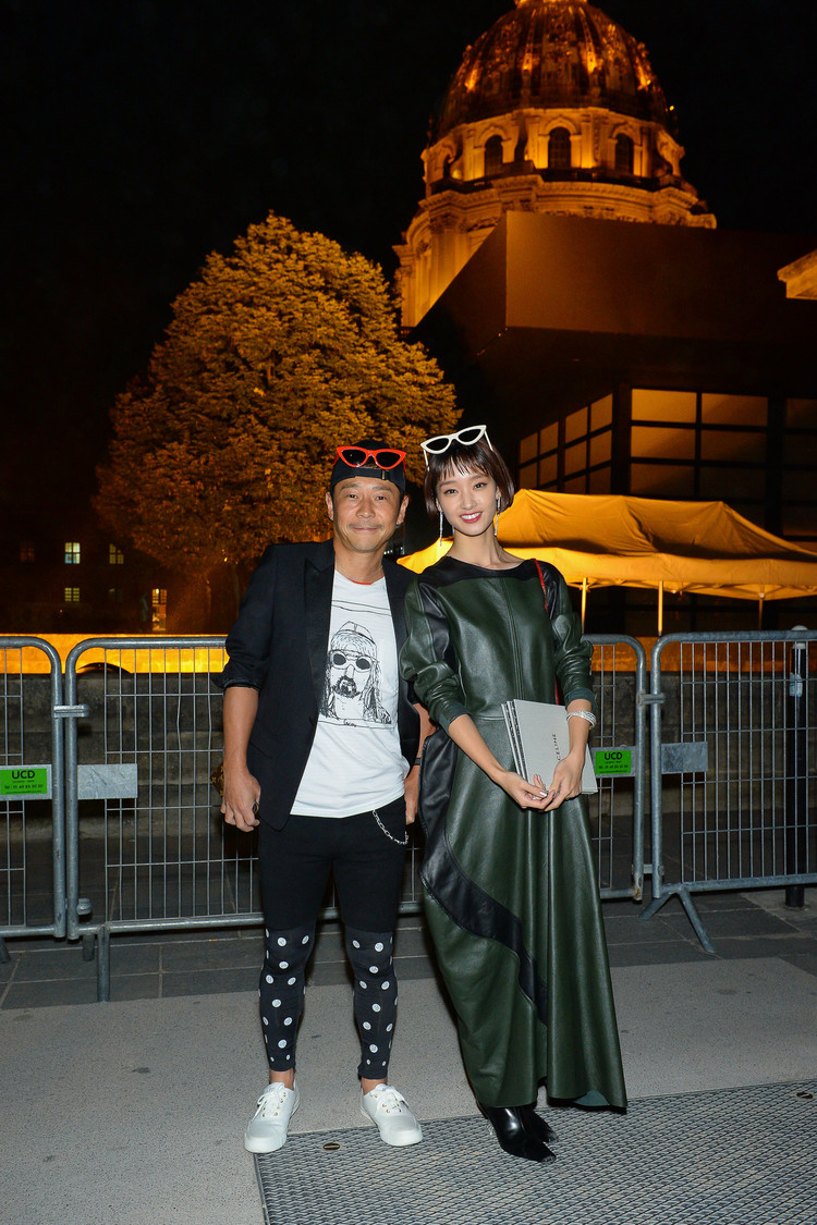 ショーに来場したスタートトゥデイの前澤友作社長と剛力彩芽