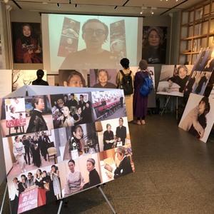 レスリー・キーが撮影「愛・樹木希林」展が開催、妻夫木聡らによる追悼映像も