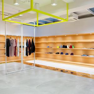「ステューシー」旗艦店がリニューアルオープン、店舗デザインは荒木信雄