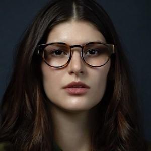 一見普通のメガネに見えるスマートグラス「Focals」登場