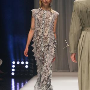 デビューブランド「アオイ ワナカ」のショーで東京ファッションウィーク開幕