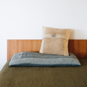 寝具のセレクトショップ眠家のコラボでN.ハリの枕が登場