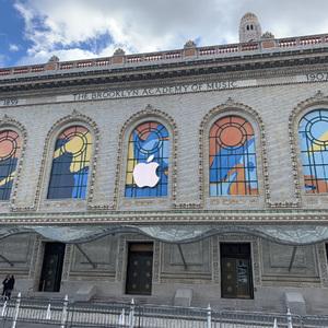 アップルがオペラハウスでイベント開催、アートな世界観を演出