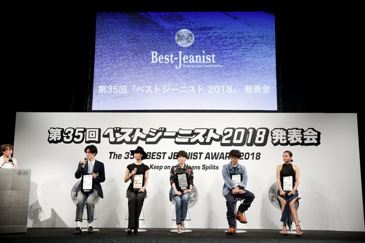 トークショーの様子(左から、中島裕翔、菜々緒、荻野目洋子、高橋一生、長谷川潤)