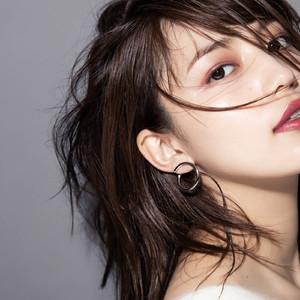 「マユ」が女優 川口春奈とのコラボジュエリー発売