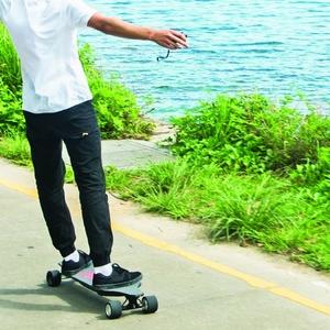 最大時速30km、中国発の電動スケートボード「Teamgee」が日本初上陸