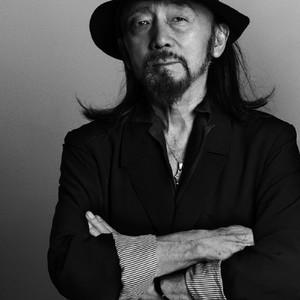 山本耀司がミュージシャンとして19年ぶりに単独ライブ