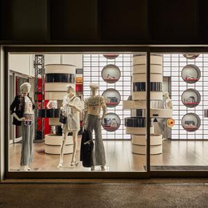 「シャネル」マリンと和が融合した限定店が代官山にオープン、千本のバンブーでライトアップ
