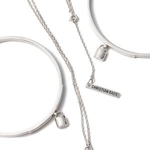 縫い針や南京錠がモチーフ、クリスチャン ダダがホリデーシーズンに向けたジュエリー発売