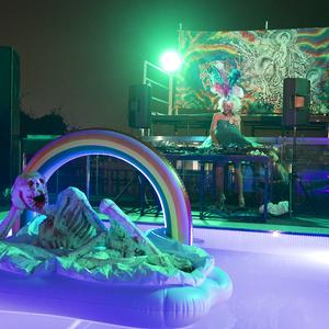 アーティスト磯村暖がLGBTQや移民をテーマにした展覧会開催