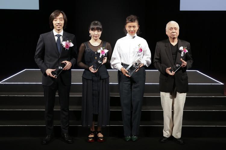 (左から)株式会社ZOZO 取締役 伊藤正裕、青木明子、古田泰子、仲條正義