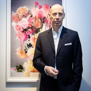 ニック・ナイトが来日、実験的な手法で花の美しさ表現した個展開催