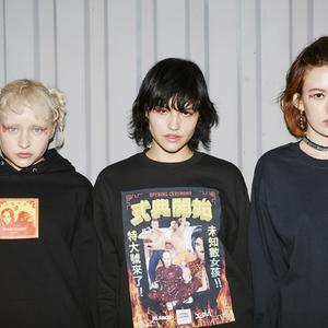 """XLARGEとX-girlがオープニングセレモニーとコラボ、漢字で表現した""""式典開始""""Tシャツなど発売"""