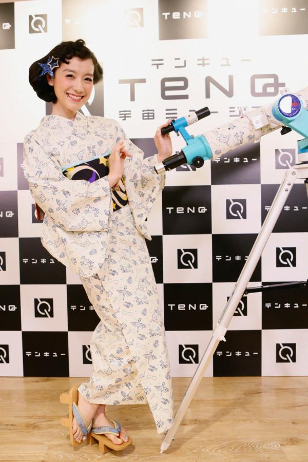 篠原ともえによる宇宙がテーマの特別展、オリジナルドレスなど展示
