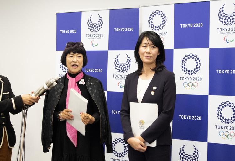 (左から)ファッションジャーナリスト 生駒芳子、東京マラソン財団ボランティアセンター長 山本悦子