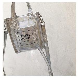 コーディネートのアクセントに、ミニマム思考におすすめな「オープニングセレモニー」のグリッターミニバッグ