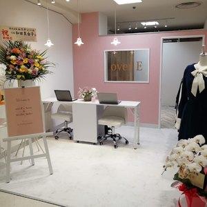 胸の大きい女性のためのブランド「オーバーイー」が初の常設店舗を銀座にオープン