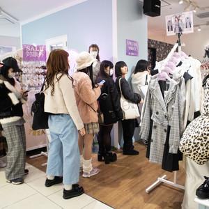 早朝から2000人が行列「SHIBUYA109」の初売りがスタート、人気ショップは入店制限も