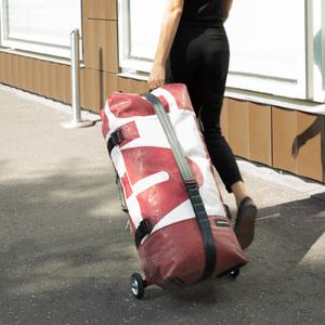 フライターグ、折り畳み可能な空気注入式スーツケース「F733 ZIPPELIN」発売