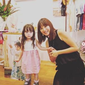 蛯原友里の妹が手掛けるベビー服ブランド「エクラージェ」が初のポップアップストアをオープン