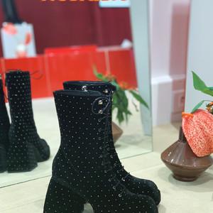LVMHファッショングループCEOシドニー・トレダノの娘が靴ブランド「ノダレト」を立ち上げ