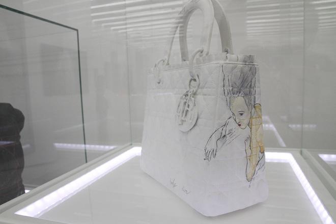 dior-lady-artmuseum_009.jpg