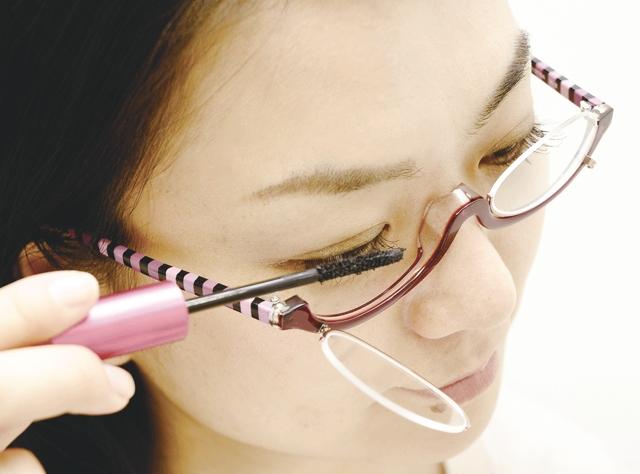 レンズが開く Zoffがアイメイク専用メガネ発売 Fashionsnap Com